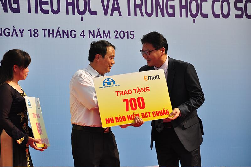 Tang-50000-non-bao-hiem-cho-hoc-sinh-tieu-hoc-5